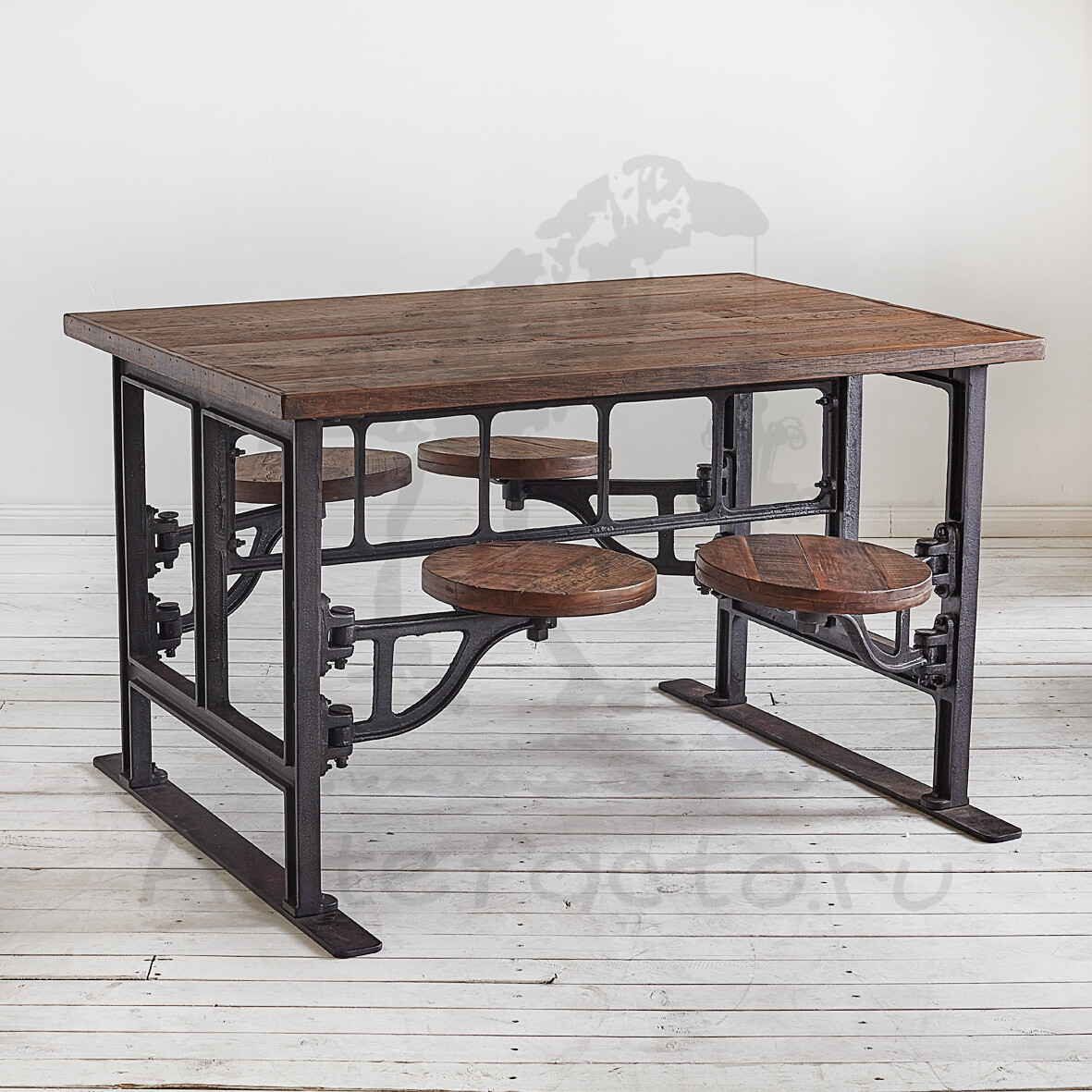 металлический стол Loft с табуретами